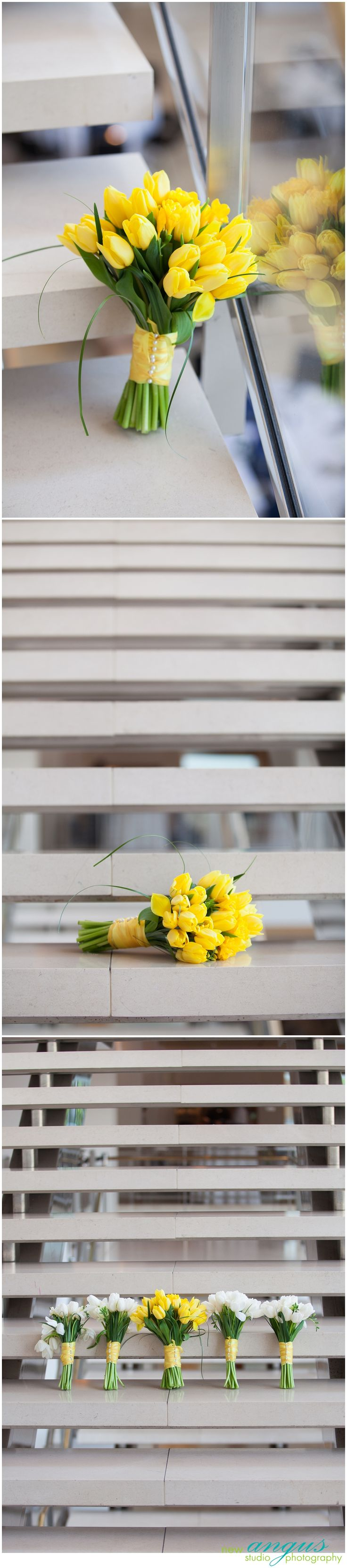 Buquê de casamento de tulipas amarelas.