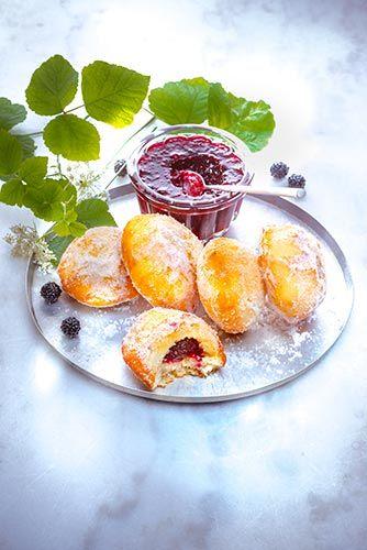 Petite recette de beignets aux mûres. Fruité pour ceux qui aime.  Retrouvez la recette ici : http://www.cuisinecompanion.moulinex.fr  Vous pouvez également retrouvez la recette et mise en scène de la confiture de mûre ici : http://www.marielys-lorthios.com/portfolio/confiture-de-mures/  #MarielysLorthios #Photographe #Beignets