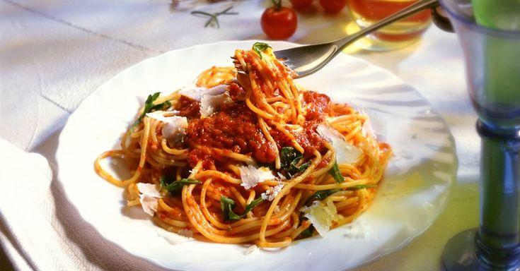 nudeln mit tomatensauce und rucola rezept rundum gesund leben mit eat smarter pinterest. Black Bedroom Furniture Sets. Home Design Ideas