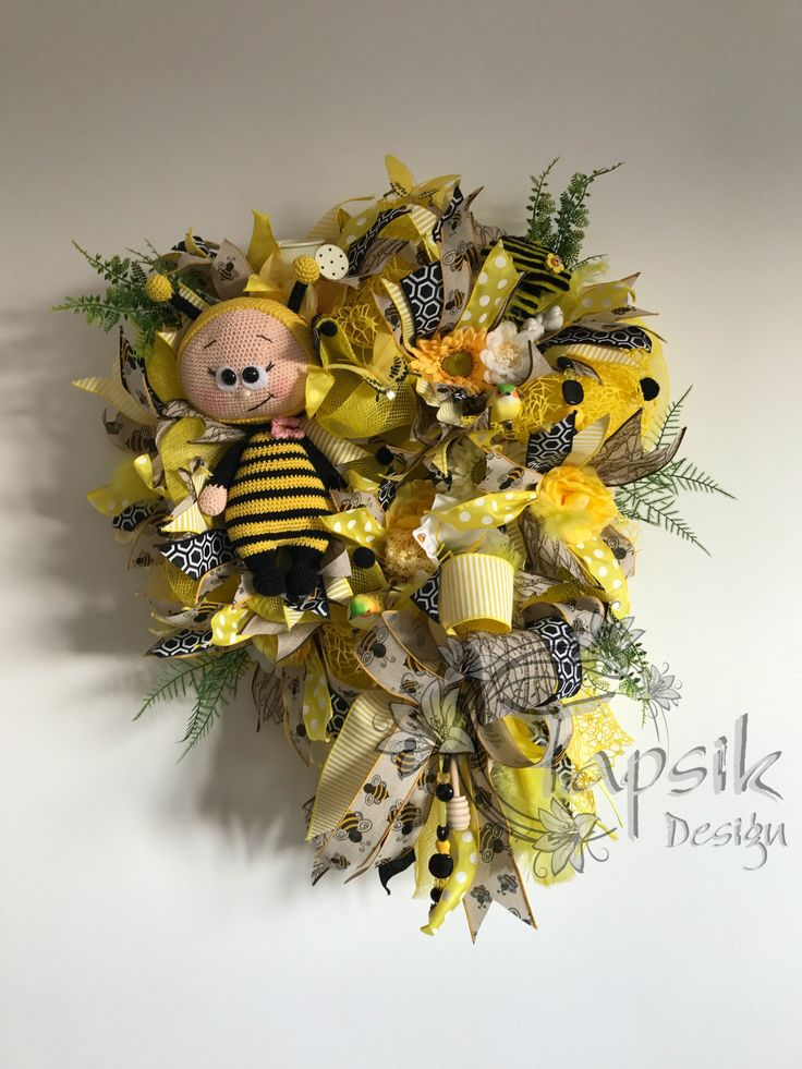 And here is another bumble bee wreath. Base yellow deco mesh. 6 kinds of ribbon strips and funky bow. Different kinds of flowers and greenery, small watering can, birds, butterflies. Handmade bead garland, feathers and of couse a super - duper bumblebee. Around 50 cm but with the ribbon the length is 70 cm.