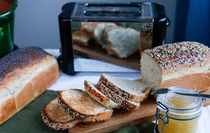 Ljuvligt gott och enkelt bröd som är perfekt till brödrosten! Endast en jäsning bort så har du dessa härliga limpor!