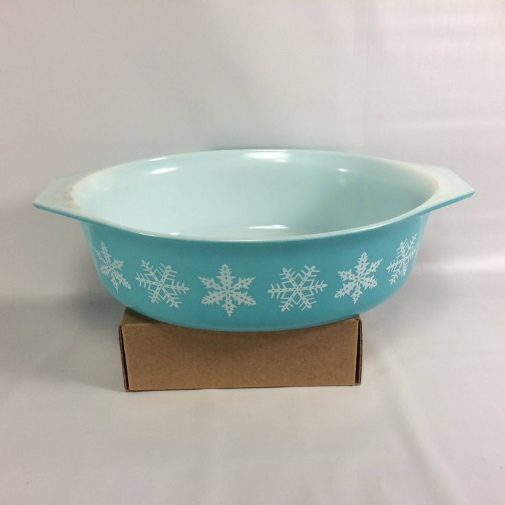 Pyrex White Snowflake Pattern Turquoise Aqua Blue 2 1/2 Qt 045 Oval No Lid White Snowflake Winter Trend Scarce by KoolKoolThangs on Etsy