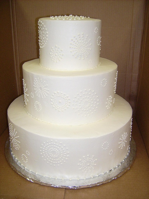 Wedding Cake: embroidered look decoration.
