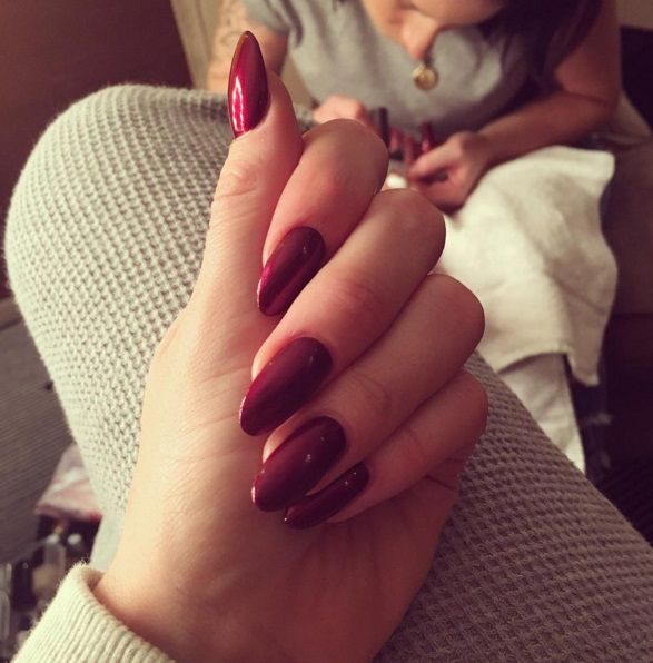 Jessie J Wearing Morgan Taylor's I'm So Hot available at Louella Belle #Celebrity #JessieJ #Nails #Manicure #MorganTaylor #RedNails #Red #LouellaBelle