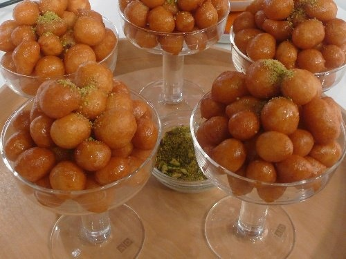 عوامة - Ramadan Sweets: I just love these sweet dough balls. Old ladies make them at traditional evens. Hot they are so morish.