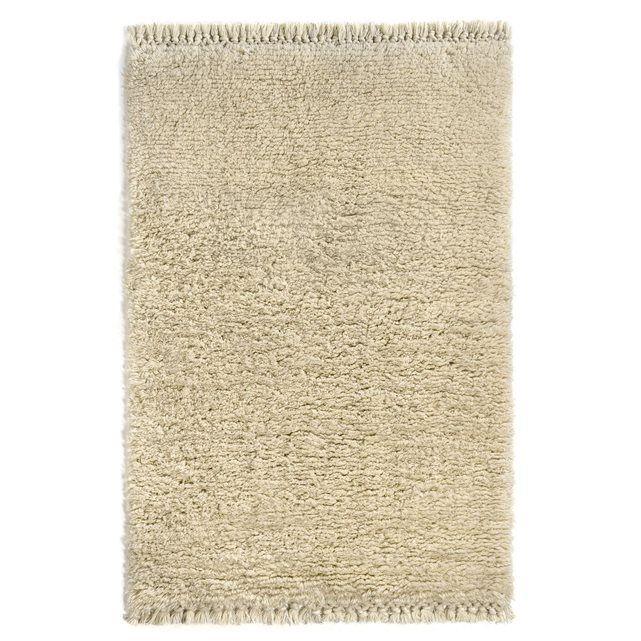 Tapis style berbère, Shadi AM.PM : prix, avis & notation, livraison.  Tapis esprit berbère. Chaleureux et moelleux, le tapis pure laine naturelle à poils mi- longs. Idéal pour donner un côté cosy à votre intérieur. Franges nouées main.Composition :- Tapis en pur laine.Caractéristiques- Type de fabrication : tufté main- Poids : 2800 g/m²- Hauteur des poils : 4-5 cmEntretienAspirer régulièrement. Nettoyer immédiatement les tâches avec un chiffon mouillé et propre. Nettoyage à sec recommandé…