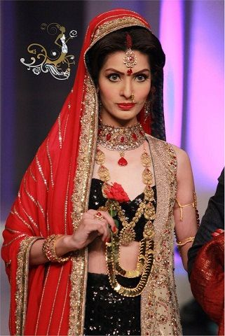 Nadia-Chottani-Jewellery-show-at-BCW-2013-For-Ladies-14