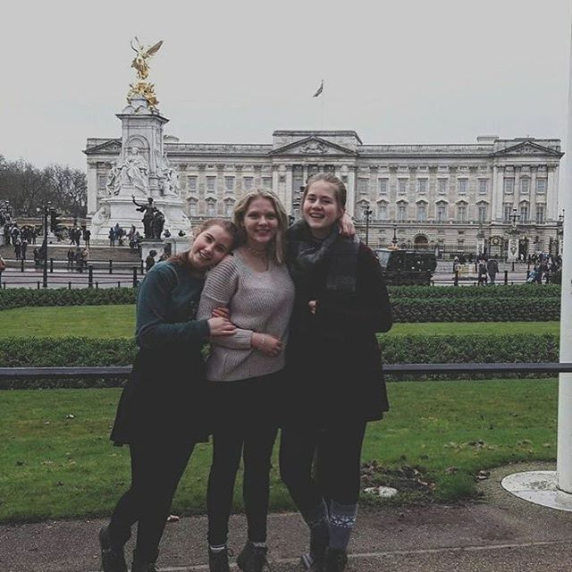 """I am on the Discovery Tour in London and we already saw the Buckingham Palace, some places where Harry Potter was filmed and many other things. I really enjoy the time here with other exchange students!"" - Tatjana @_.tatjana #efdiscoverytours #london #uk #buckinghampalace #bigben #harrypotter #londoneye #efiamswiss #efclassof17 #exchangestorys #funtimes #friends"