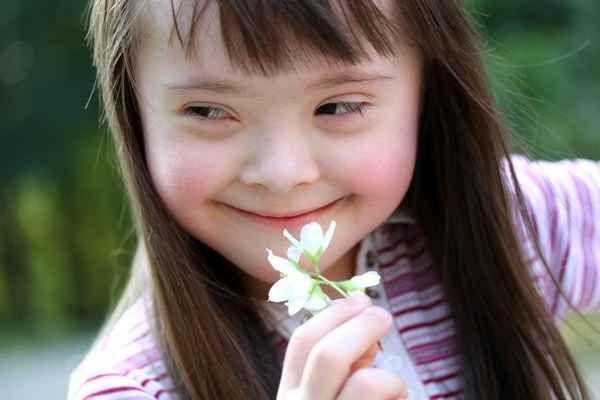 Sindrome di Down: fattori di rischio prospettive future La sindrome di Down nella stragrande maggioranza dei casi (95%) è dovuta allesistenza di un cromo ritardo mentale cromosomi