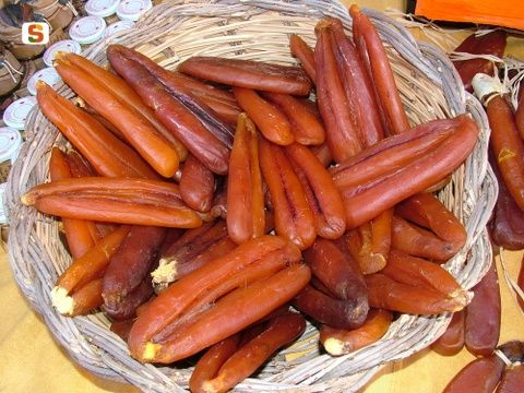 "One of the typical Sardinian cuisine is "" #Bottarga"", obtained from drying and salting the eggs of mullet. Bottarga is the Sardinian caviar. Noble and nutritious food is delicious sliced ​​as an appetizer - accompanied by vegetables such as artichokes, celery - or grated on pasta with fish."