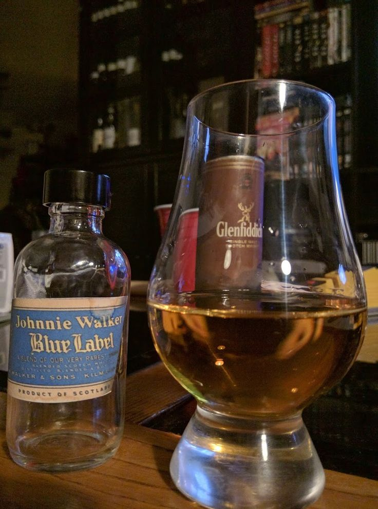 Johnnie Walker Blue Label and Johnnie Walker King George V [Review] #scotch #whisky #whiskey #malt #singlemalt #Scotland #cigars