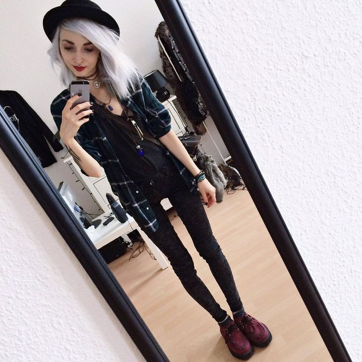 Plaid Shirt, T.U.K. Ruby Red Creepers, Grey Denim Jeans, Basic Black Tee, Top Hat, Choker, Tunisian Leatherbag & Faux Fur Fox Keychain - http://ninjacosmico.com/29-grunge-outfit-ideas-fall/
