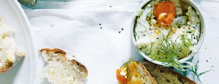Lekker als ontbijt, Griekse zachtgekookte eieren uit het kookboek Het nieuwe Vegalicious van Alice Hart. Hier vind je het recept.