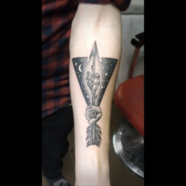 Redberry Tattoo Studio Wrocław #tattoo #inked #ink #studio #wroclaw #warszawa #tatuaz #dresden #redberry #katowice #redberrytattoostudio #amaizingtattoo #poland #berlin #eztattoo #edzlotin #zlotin #sketch #geometric #symbol #arrow #dots #dotwork #project #design #wezel #nightsky