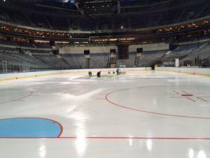 Kladno factory of Hockey players  Ledová plocha v O2 aréně se rozšířila podle pokynů IIHF. Připravovala ji švýcarská firma-Foto:Štěpán Pokorný