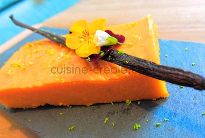 Vous pouvez aussi réaliser un gâteau à la texture plus compacte en utilisant des patates douces à chair blanche. Ingrédients 1kg de patate douce 3 œufs 100g de farine 200g de sucre de canne 200g de beurre doux 1 gousse de vanille 1 pincée de sel 2cs de rhum zeste de citron vert Préparation Éplucher...