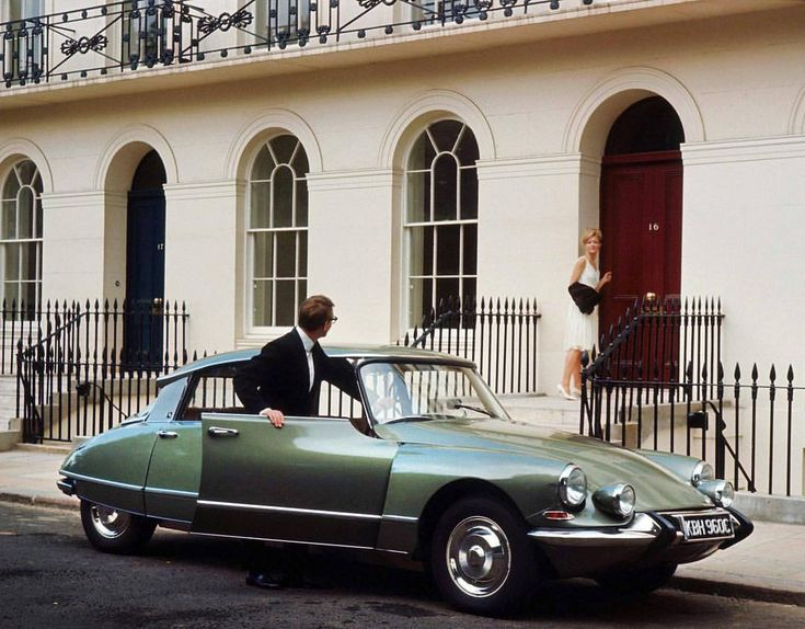 Promo image for the 1965 Citroen DS 21 Pallas GB. Designed by Flaminio Bertoni and André Lefèbvre
