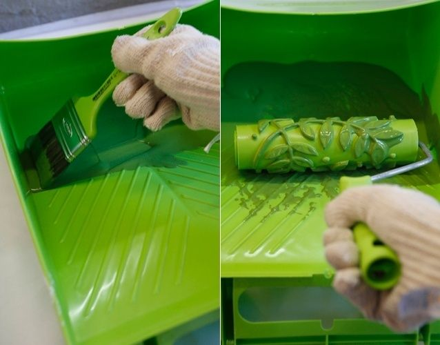Na sequência, use a trincha para adicionar uma pequena quantidade do gel envelhecedor na caçamba, evitando assim que, ao insetir o rolo carimbo, a ferramenta fique encharcada