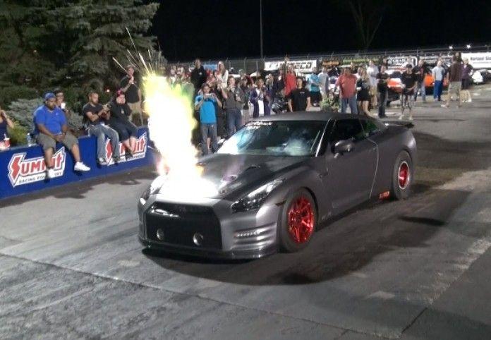 Τερατώδες Nissan GT-R με 2100 άλογα φτύνει φλόγες από το καπό