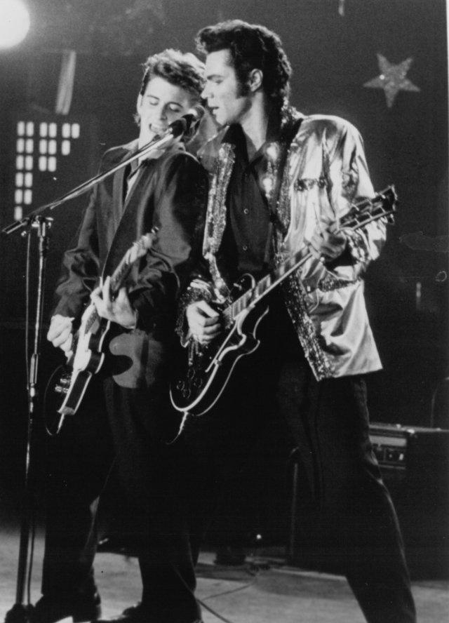 Still of David Keith and Charlie Schlatter in Heartbreak Hotel