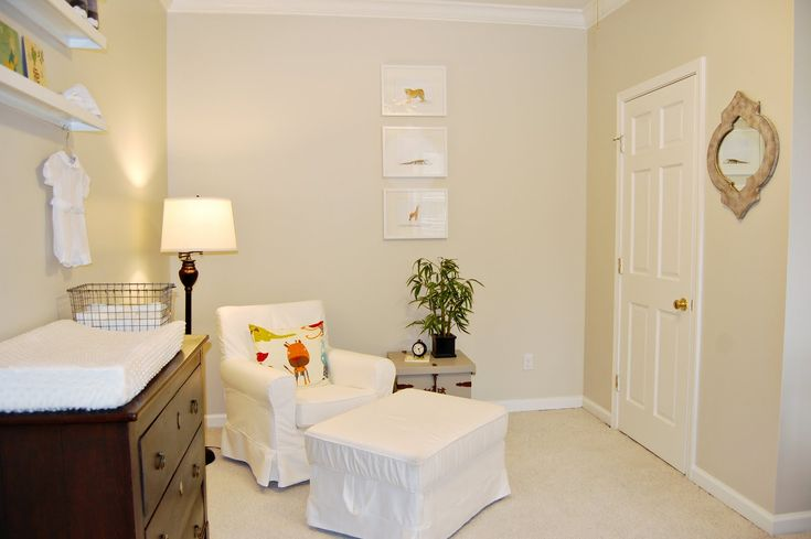 Benjamin moore natural cream. Nice neutral greige, no pink undertones