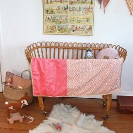 Couverture bébé en Liberty et polaire, modèle Valentine. Barnabé aime le café