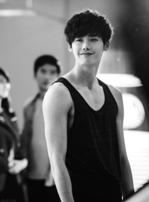 Lee Jong Suk @ Doctor Stranger He looks like he did something evil and is now very satisfied with himself