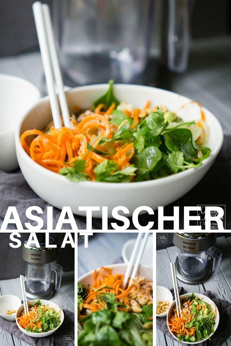 Asiatischer Salat mit Möhren, Gurken. Erdnüssen, Koriander und Lachs.
