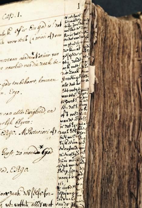 © Koninklijke Bibliotheek, Den Haag. Benedictus de Spinoza, 'Korte verhandeling van God, de mensch, en deszelvs welstand. Godgeleerde staatkundige verhandelinge. Nauwkeurige en nootsakelyke aenmerkingen tot beeter verstant van dit boek'. Papier, 433 fol, ca. 210x163 mm. Aangetast door inktvraat. Kopie naar vertalingen uit het Latijn. Met later geschreven titels en aantekeningen door Johannes Monnikhoff (1707-1787) en aantekeningen van Spinoza. In 1870 geschonken, collectie Bogaers.