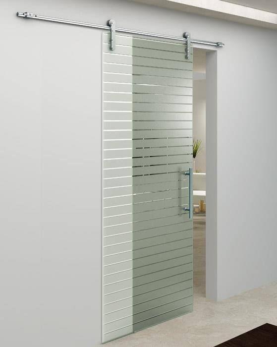Γυάλινη συρόμενη πόρτα με γραμμικο σχέδιο αμμοβολής με κρύσταλλο 10 mm ασφαλείας και ανοξείδωτους μηχανισμούς.