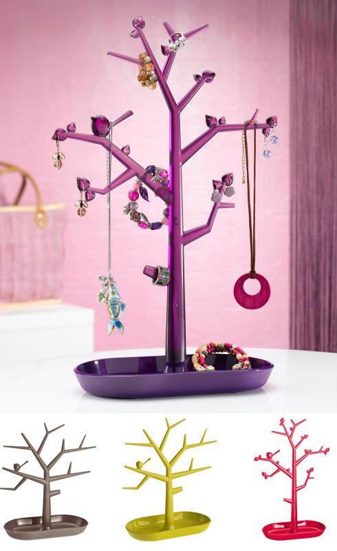 """Las joyas no crecen de los árboles, pero se ven mejor y es mucho más fácil de organizar con """"Trinket Tree"""". $17.900"""