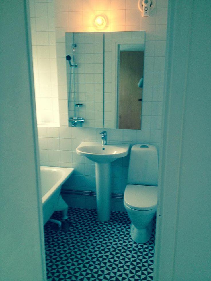 svartvit kakel golv badrum 50-tal