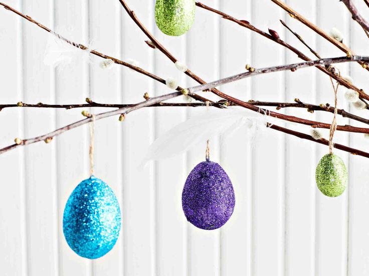 Askartele kimaltelevat pääsiäismunat