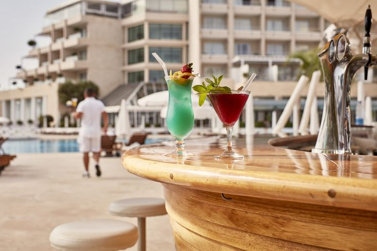 Eat and drink with style, with several dining options to choose from and 4 bars, you will be spoilt for choice.  Take a venture through gastronomic delights at Grecian Park Hotel!