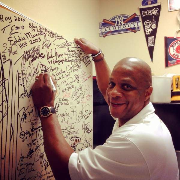 DARRYL STRAWBERRY SIGNS CHEF DAKAKE'S COLLECTION