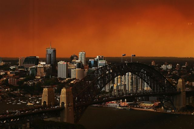 NSW Bush Fires. BLUE MOUNTAINS fires - smoke over Sydney
