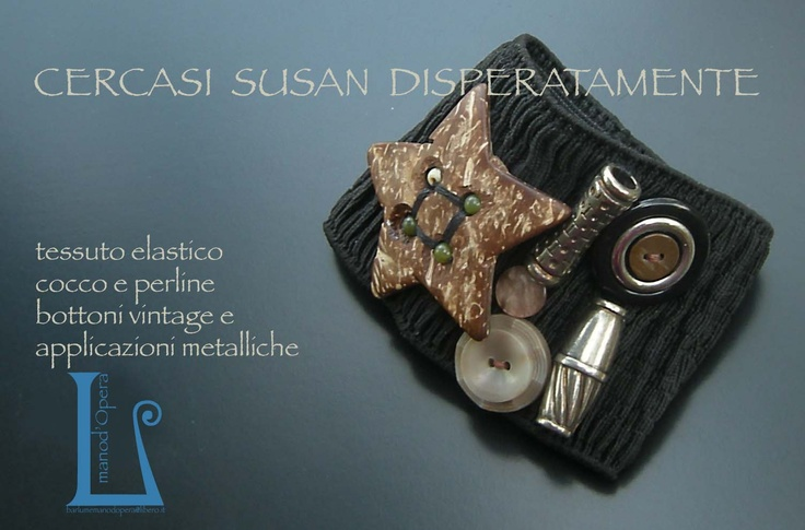 Elastic tissue with application of metal and vintage buttons. Handmade by BarlumeManod'Opera.