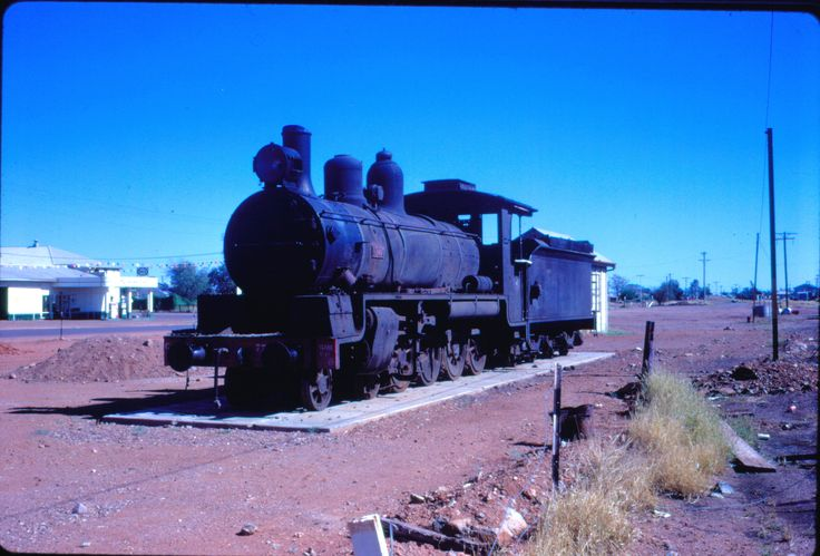 https://flic.kr/p/deYG8Y | dl100_171 | C17 class no. 779 plinthed at Cloncurry, Queensland, early 1970's  David Lidster photo