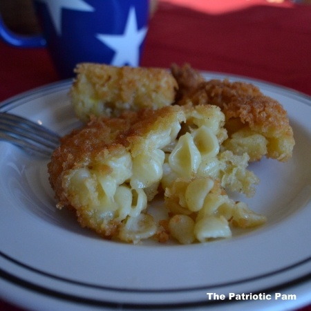 Cheesecake Factory copycat recipe of Fried Mac N Cheese. It's amazing and a must try!!!