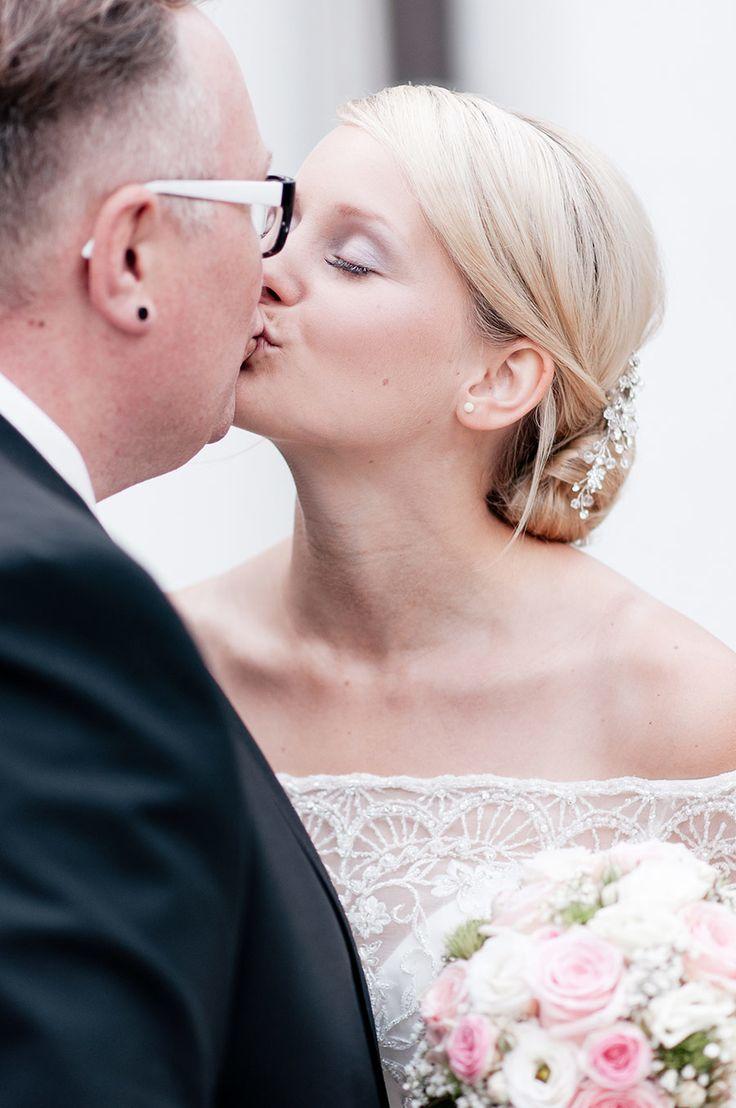 Die-Hochzeit-von-Julia-und-Thomas-Mercedes-gefahren-dann-gegessen-23