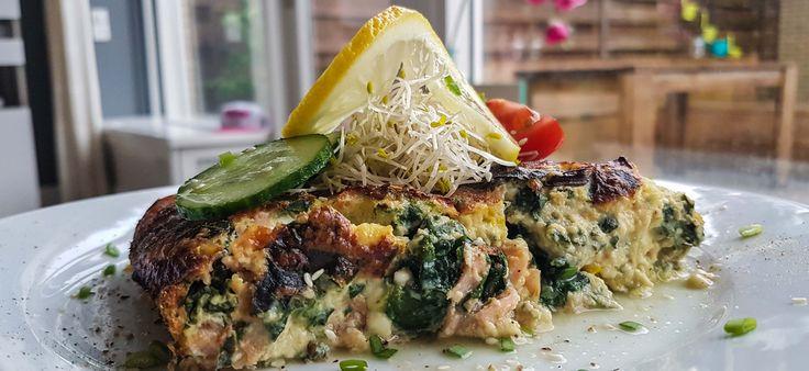 Low carb protein Quiche – 30 min – F: 14 C: 10 P: 46 -English version below- Quiche met spinazie en zalm. Het zou zomaar in mijn lijstje met favorieten gerechten kunnen staan! Maar gezond? Ik zou zeggen dat het dan niet de beste keuze is. De bladerdeeg en –vaak- kookroom maken dat het gerecht…