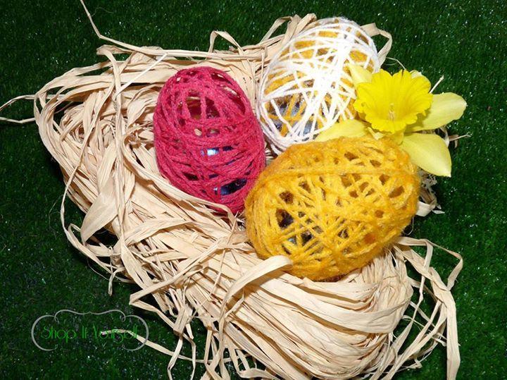 Idée de cadeau d'invité pour Pâques. Kit de réalisation en vente sur le site.  Oeufs, chocolat, laine.  Idea of favors for Easter. eggs, chocolate. DIY