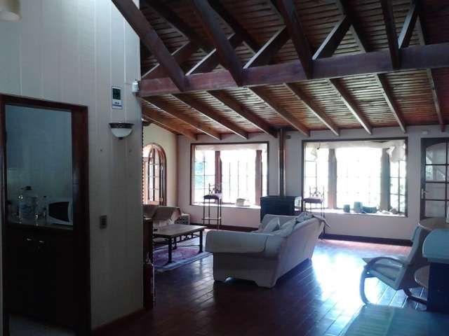 Inluye 2 casas independientes en parcela ubicada a la entrada del cajon del maipo en san juan de pirque, comuna de pirque, un lugar tranquilo en maravilloso entorno rodeado de naturaleza, con un clima templado privilegiado gracias a la cor