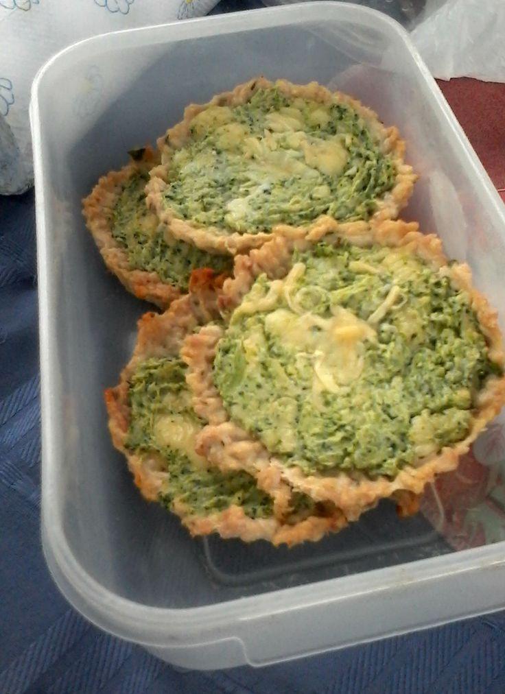 Tarteletas de pollo y brócoli.
