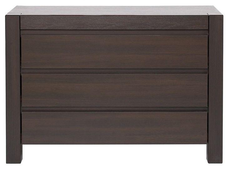 Lustro is een moderne robuuste commode bestaande uit drie grote laden waar u diverse spullen in op kunt bergen zoals bijvoorbeeld uw ondergoed of sokken.  De poten van deze commode zijn gemaakt van MDF en lopen door tot in het bovenblad, hierdoor krijgt deze commode een robuuste look.  Deze commode is gemaakt van hoogwaardig gelamineerd plaatmateriaal gecombineerd met MDF en is uitgevoerd in de kleur Wengé.