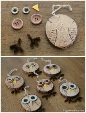 Adornos de búhos hechos de troncos y botones. 17 decoraciones navideñas DIY con …