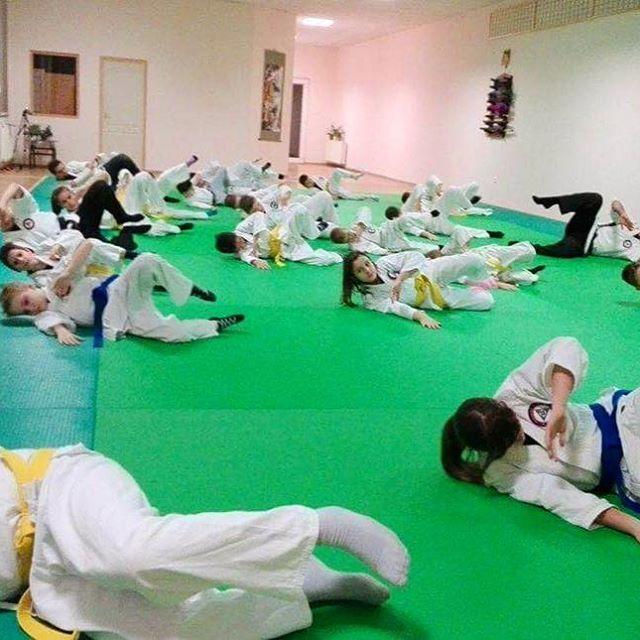 Proper ukemi has a key importance in martial arts. We teach them every class  // A helyes ukemi kulcsfontosságú a harcművészetekben. Éppen ezért minden órán gyakoroljuk  #szegedbudokan #martialarts #academy #szeged #budokan #harcművészet #seibukan #jujutsu #seibukanjujutsu #jiujitsu #roll #junior #fall #highfall #landing #ground #ukemi #training #practice #budo #warrior #samurai #spirit #future #generations #kids #inspiration #foundation