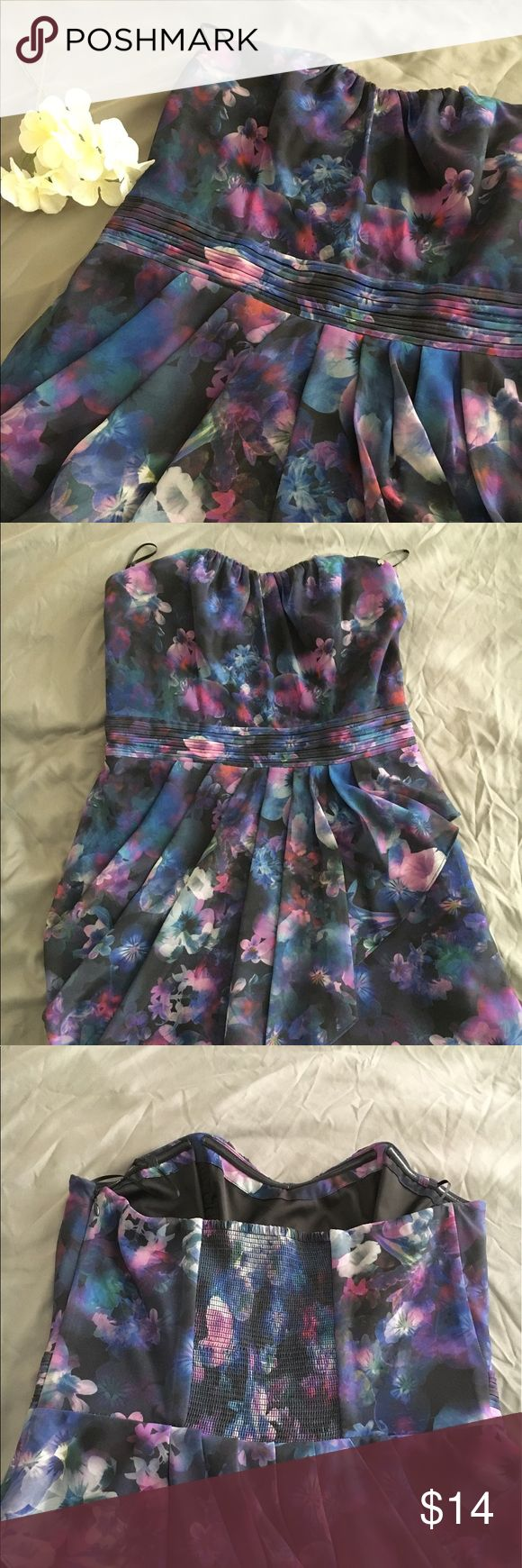 Guess Dress size 10 Guess Strapless Dress size 10. Used in good condition. Pretty scalloped/ draped with a slip underneath. Length roughly 28 inches. Guess Dresses Strapless