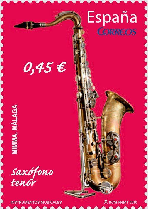 El saxofón debe su nombre al inventor y fabricante de instrumentos musicales, el belga Antoine Joseph Sax, conocido como Adolphe Sax, quien, al notar imperfecciones en el sonido del clarinete, su obstinación por superarlas le llevó a inventar hacia 1840 este instrumento encuadrado en la familia de los de viento-madera. Sax, al construir el saxofón, se propuso lograr que tuviera la fuerza de uno de metal y las cualidades de uno de madera.