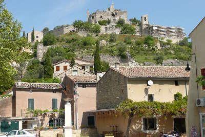 Entrechaux route des vins d orange a vaison la romaine
